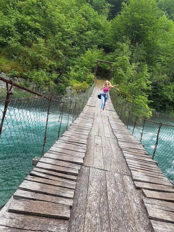 подвесной мост на реке Пива