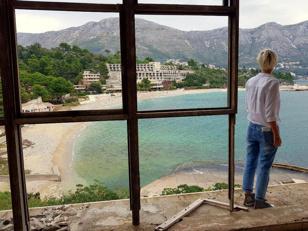 Купари - разбомбленный курорт и общественный пляж