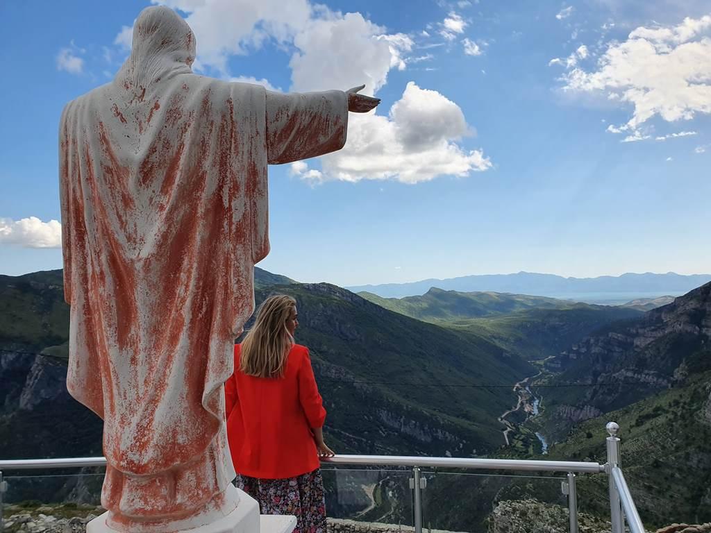 статуя Иисуса Черногория