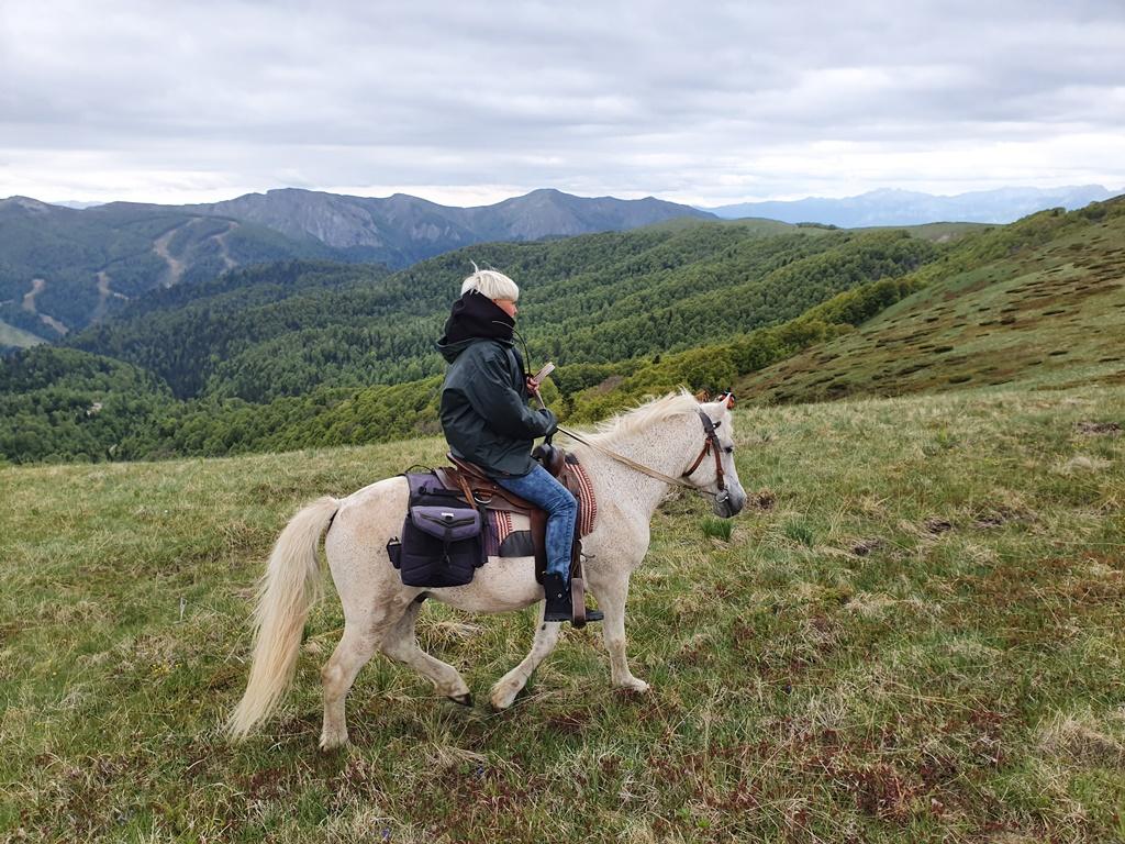 покататься на конях в Черногории