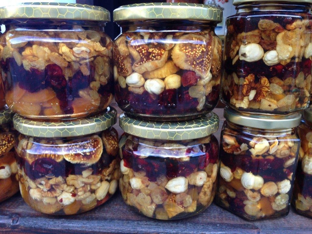 мед с орехами и инжиром Черногория