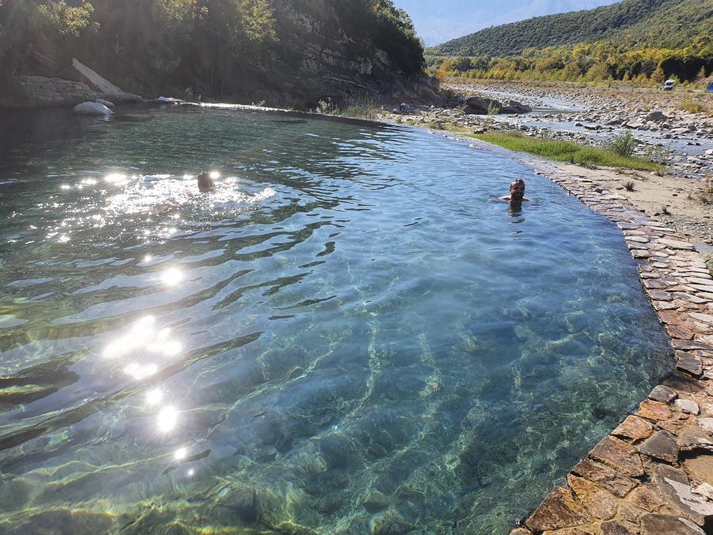 термальные источники Албания