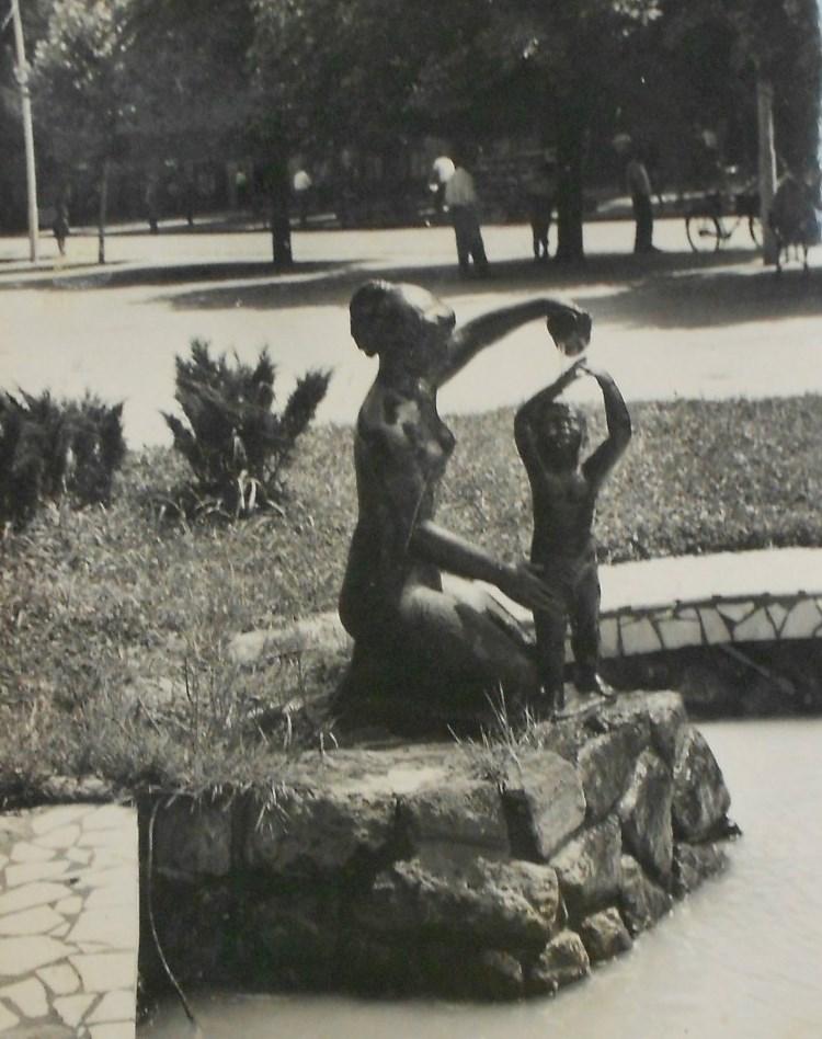 статуя гимнастки Будвы
