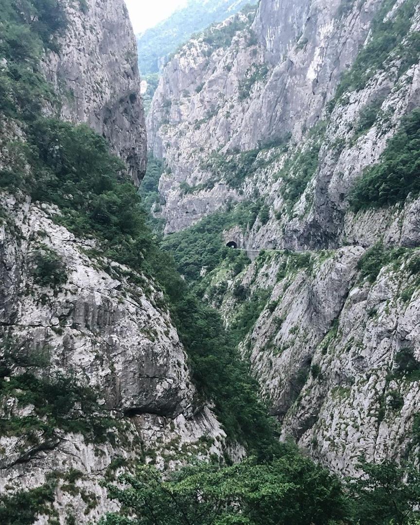 дорога в каньоне Морачи