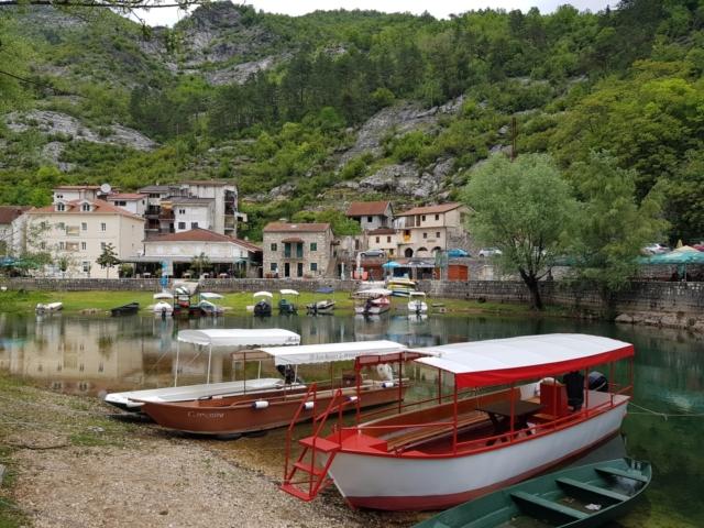 лодка на Скадарском озере