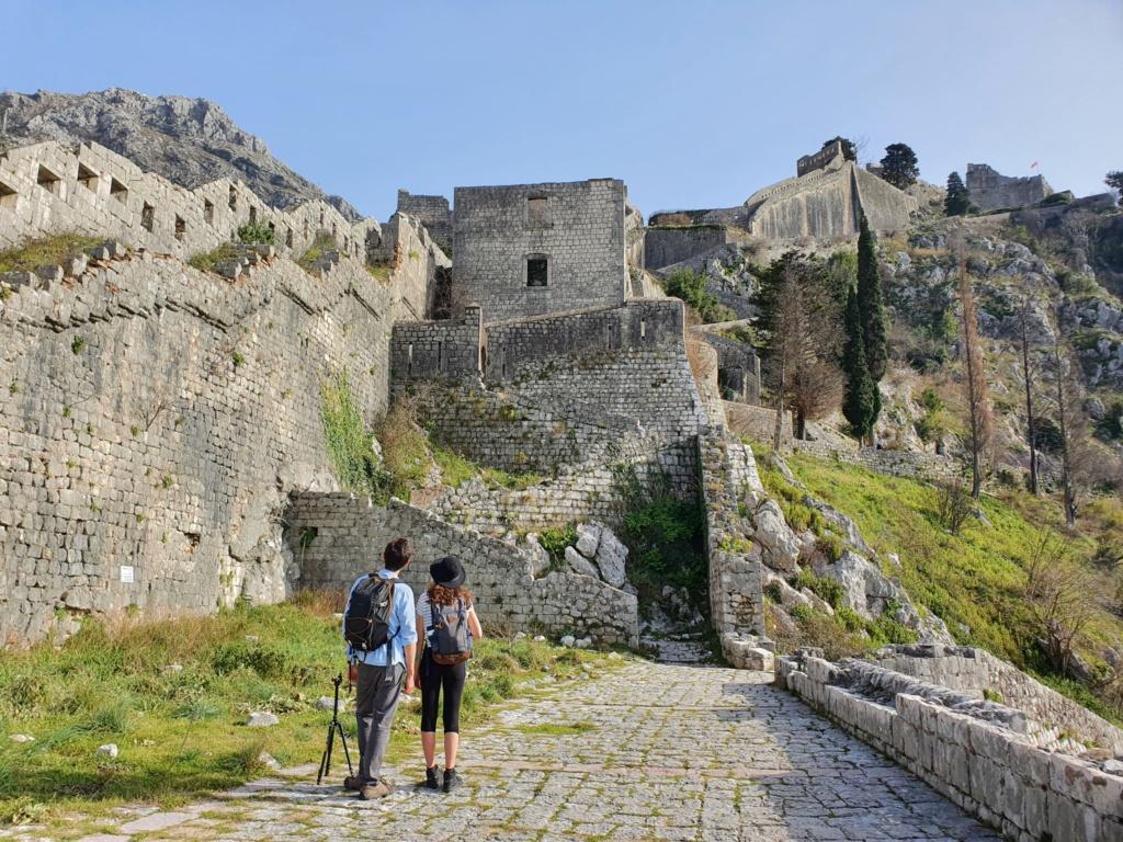 крепость в Которе где находится бесплатная тропа