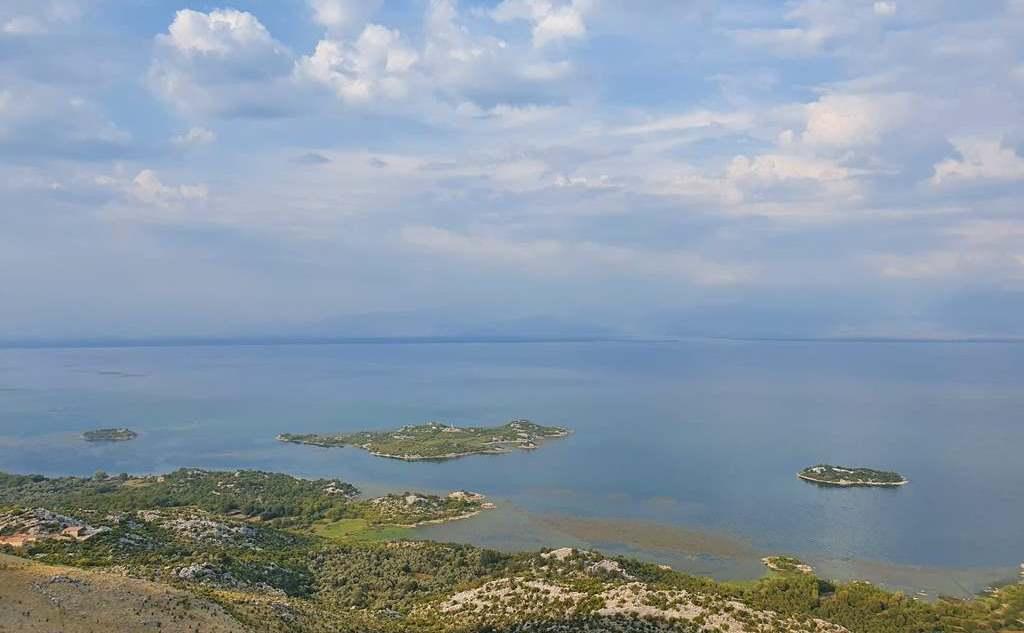 Скадарское озеро самостоятельно