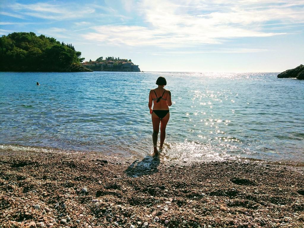 можно ли купаться в октябре в Черногории
