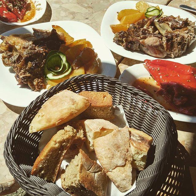 национальная кухня черногории - ягнятина из под сача