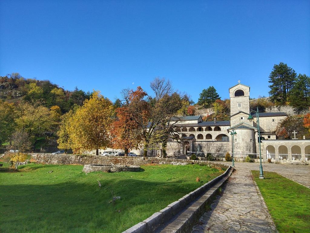 цетинье монастырь мощи