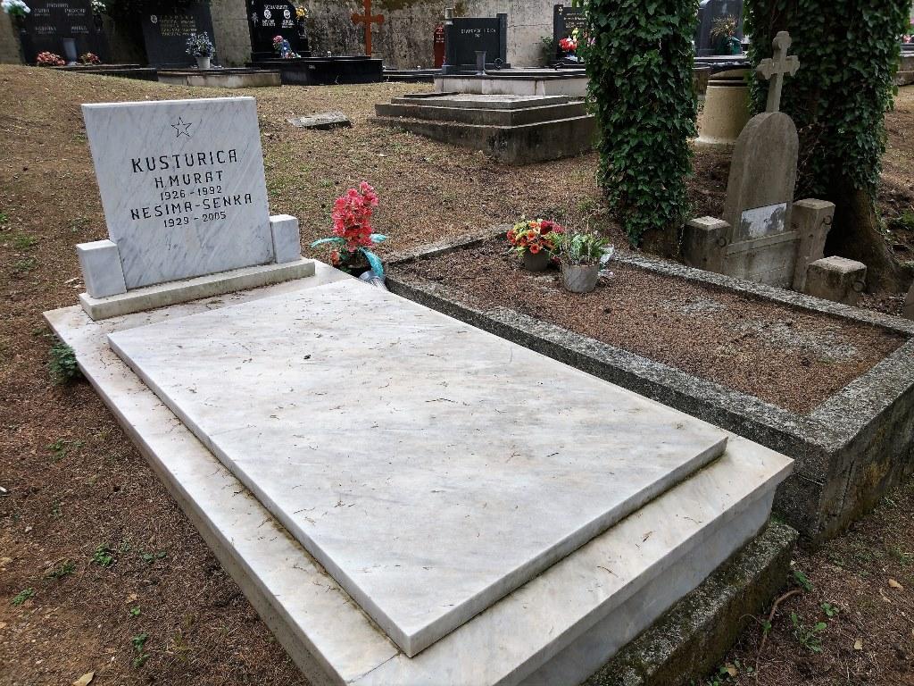 могила родителей Кустурицы в Черногории