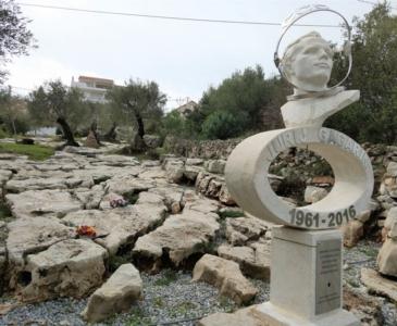 памятник Гагарину в Черногории
