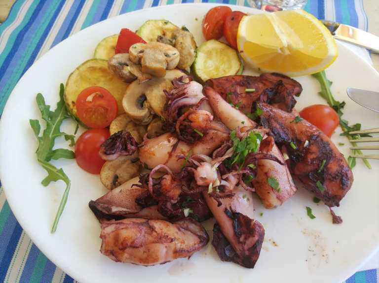 кальмары на гриле, Черногория, рестораны Котора