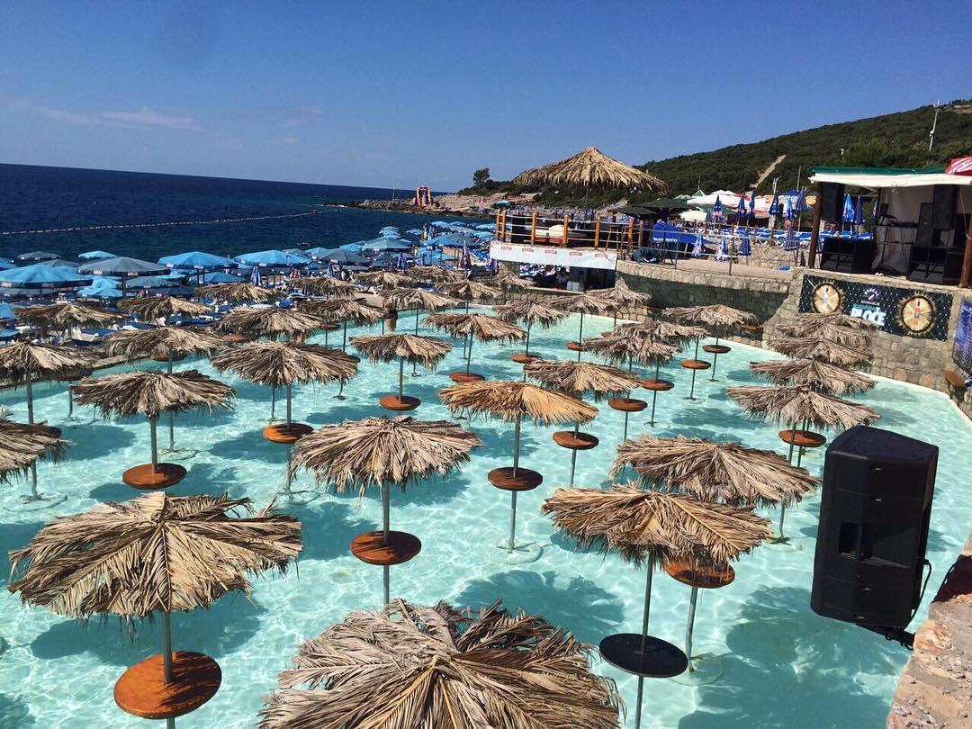 пляж Плоче бар с пенной дискотекой