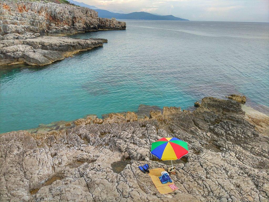 дикий пляж в Черногории
