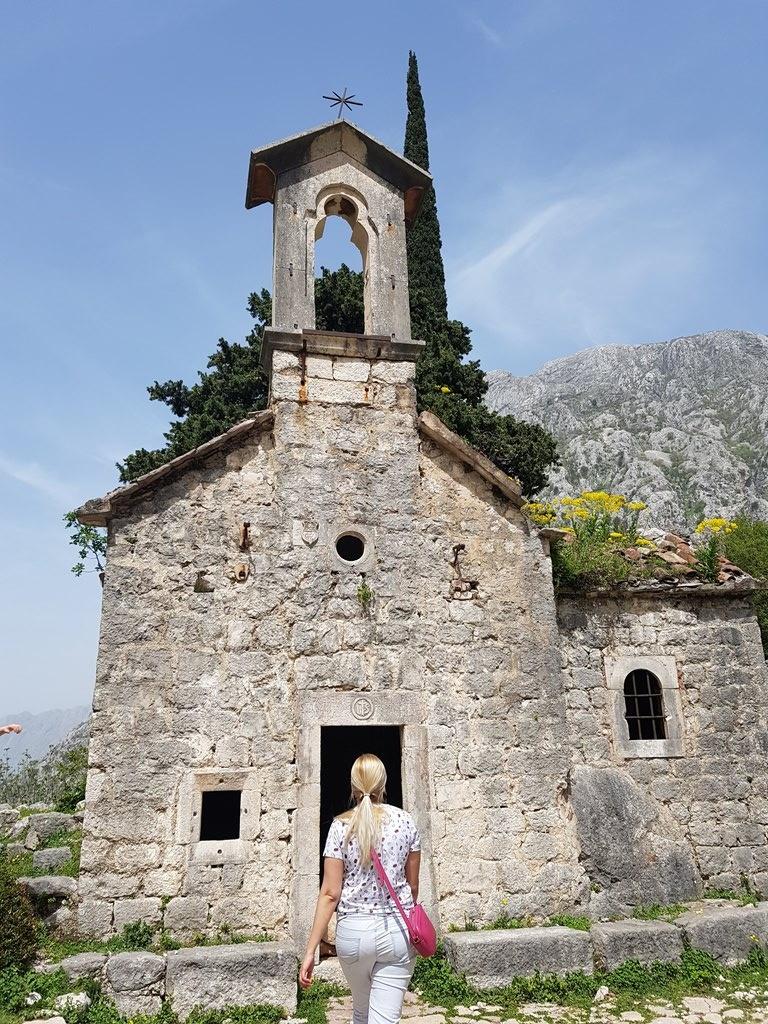 церковь у крепости в Которе