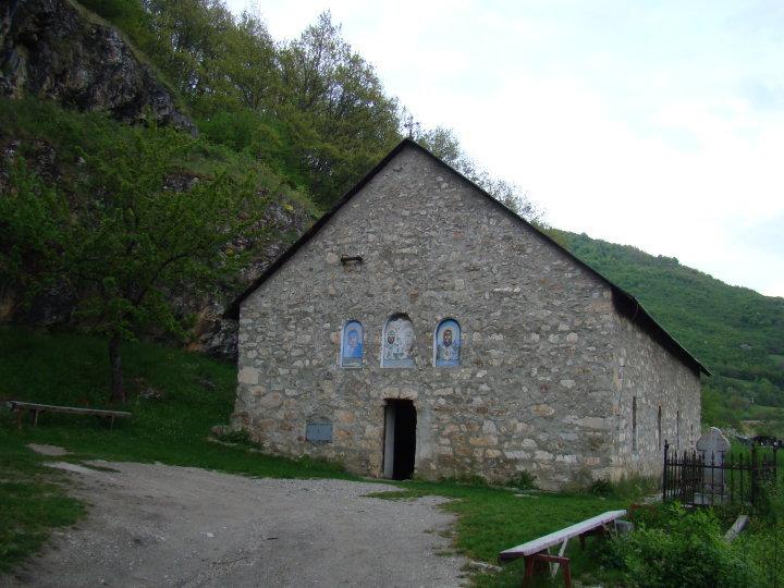 старинный монастырь в Черногории