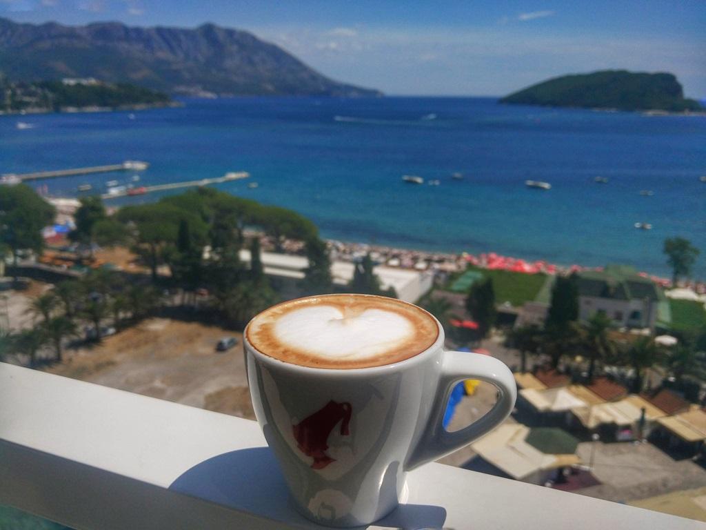 кофе в Будве - кафе Lux Sunrior
