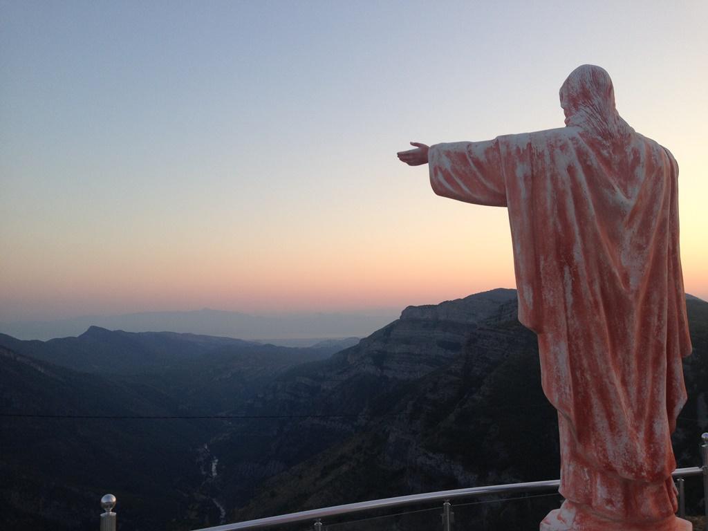 статуя Иисуса в Черногории