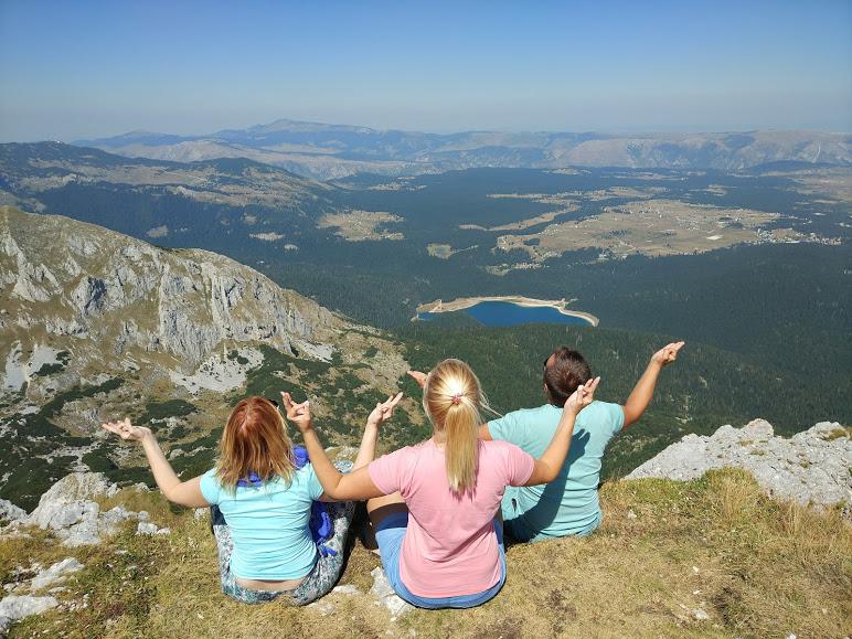 Черное озеро с горы Савин Кук