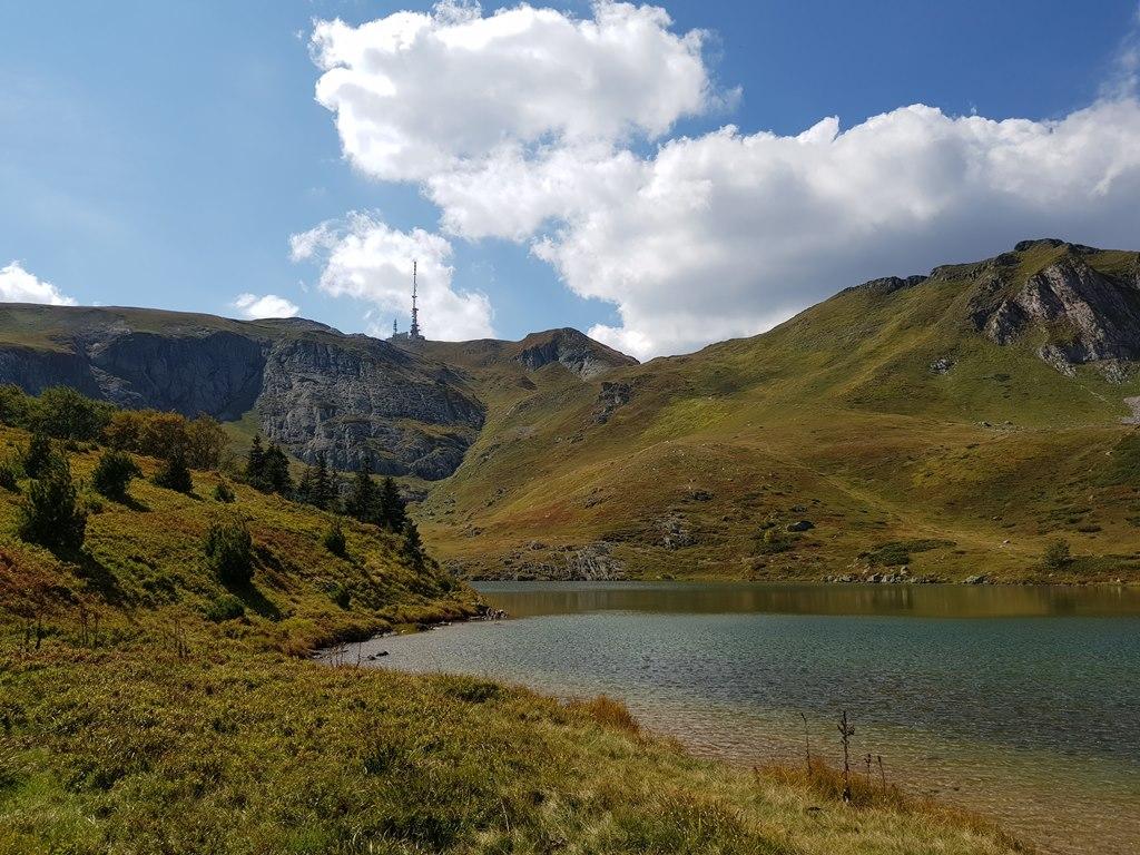 горное озеро в Черногрии