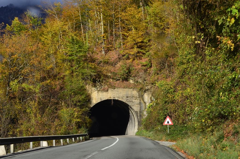 дорога в каньоне Морачи, Черногория