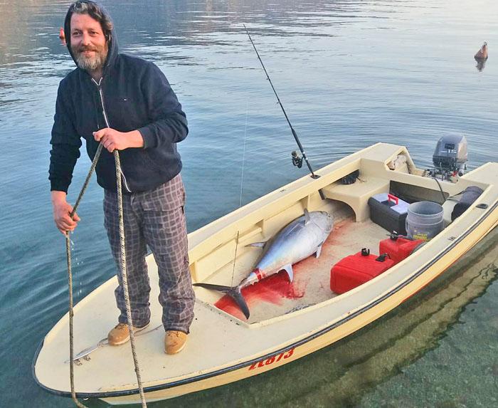 тунец в Которской бухте