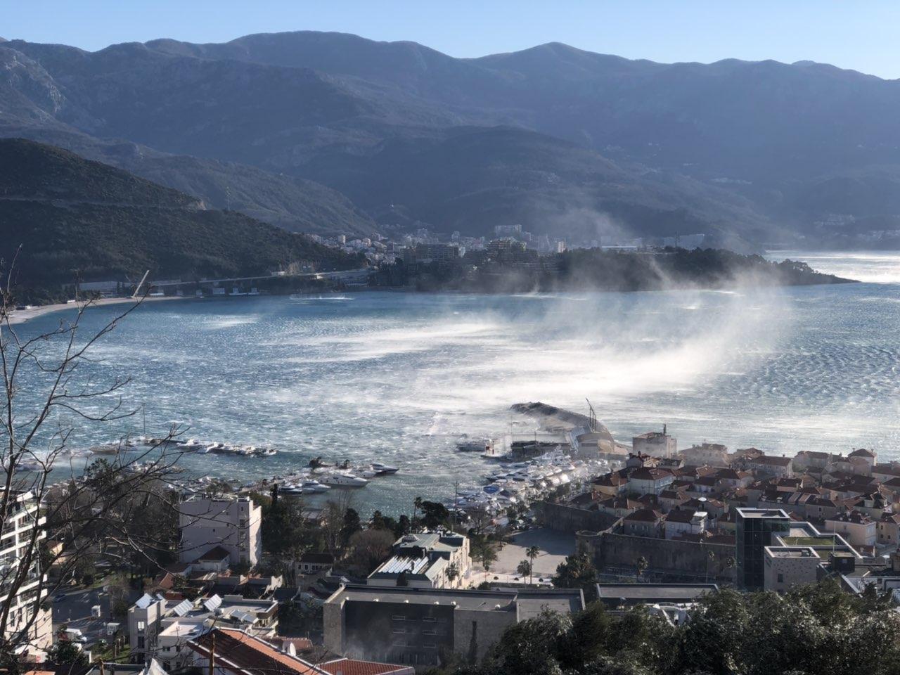 Ураганный ветер в Будве, Черногория