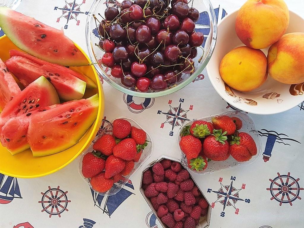 фрукты в Черногории в июне