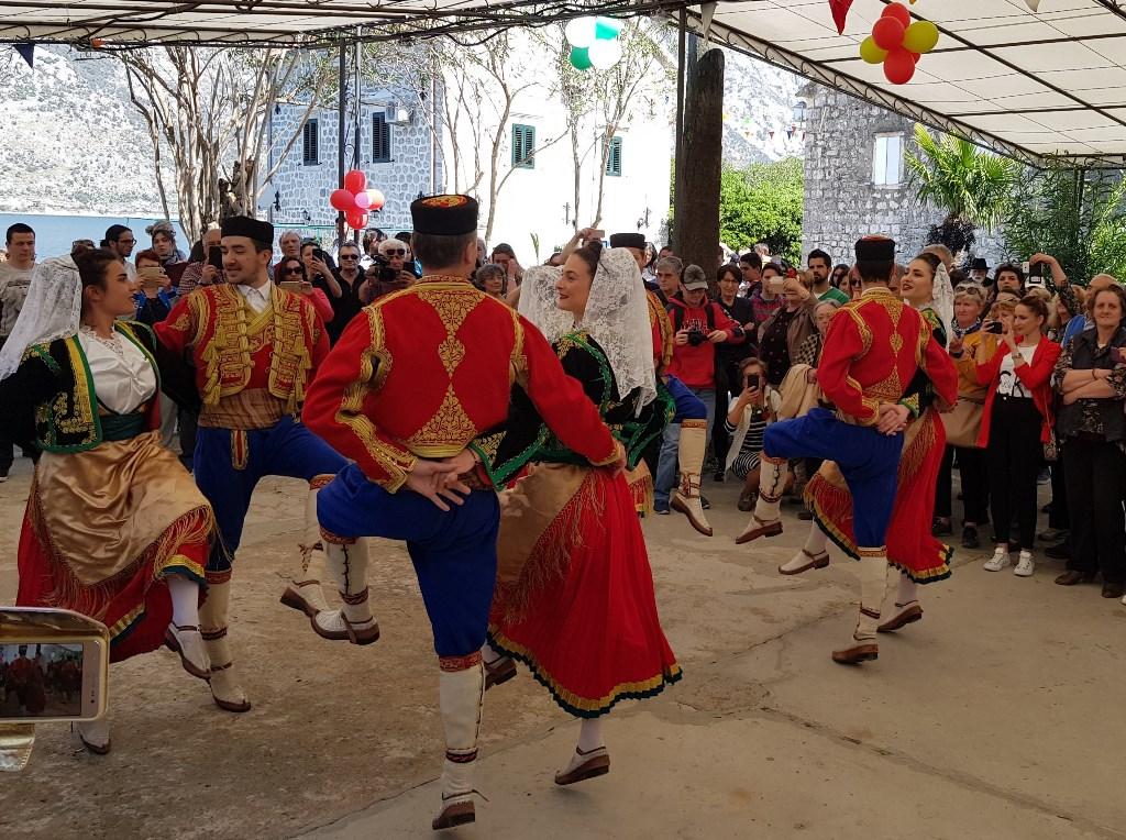 танец черногорцев