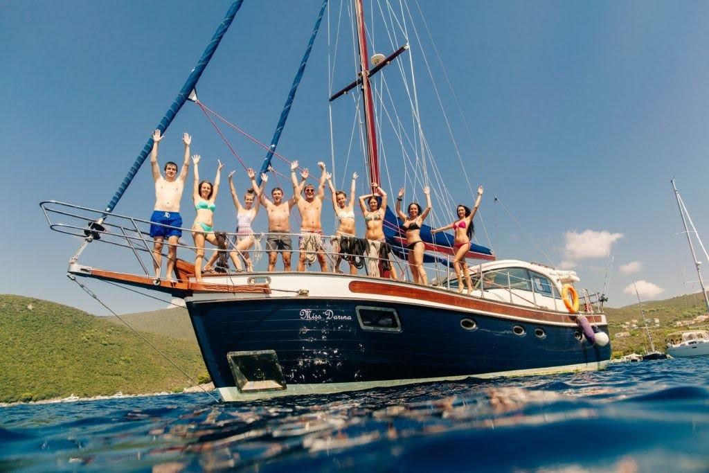 прогулки на яхте в Черногории