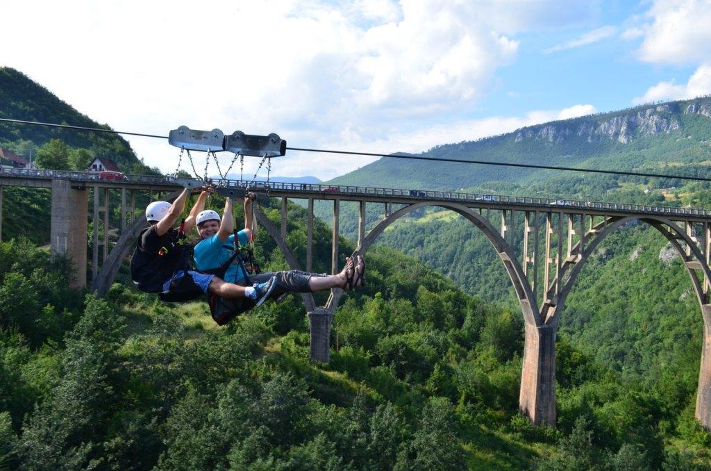 зип лайн в Черногории у моста Джурджевича