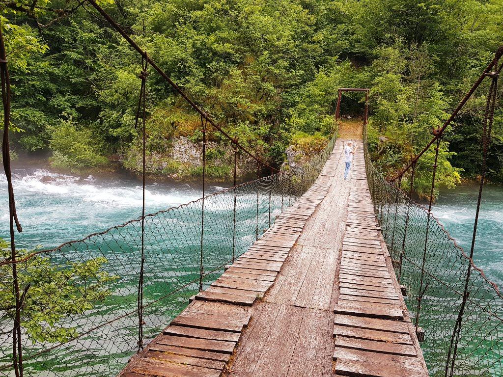 подесной мост в Черногории на реке Пива