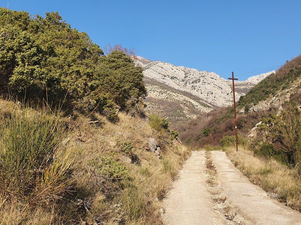 дорога к водопаду в Баре, Черногория